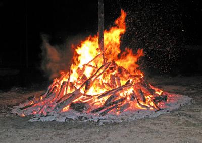 Hoguera encendida