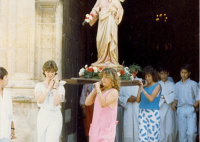 Fiestas 1986 salida iglesia