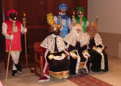 Festividad-de-reyes-tronos